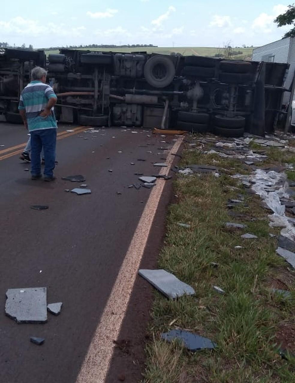 Segundo Polícia Rodoviária, motorista perdeu o controle do veículo ao fazer uma curva — Foto: Arquivo pessoal