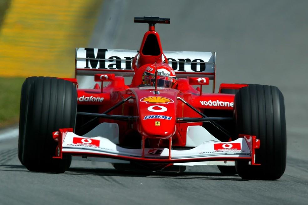 Schumacher acelera Ferrari F2002 em Interlagos, em 2002 — Foto: Getty Images