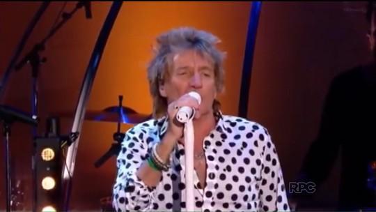 Cantor britânico Rod Stewart se apresenta nesta quinta (17) na Arena da Baixada