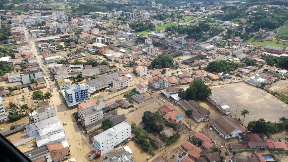 Imagem área mostra a cidade de Presidente Getúlio nesta quinta-feira (17). — Foto: Corpo de Bombeiros de Santa Catarina/Divulgação