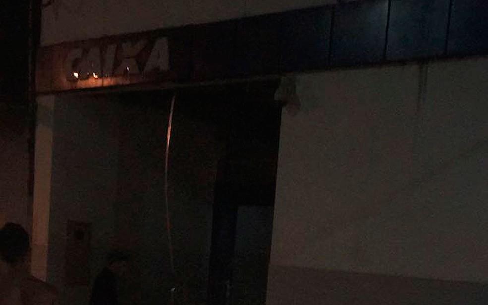 Agência da Caixa também foi invadida por bandidos em Camamu (Foto: Arquivo Pessoal)