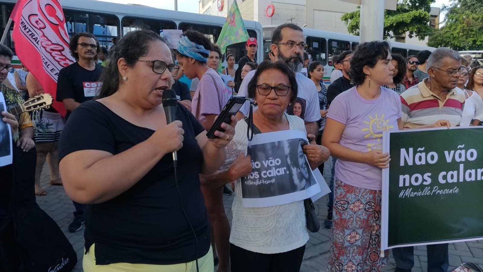 'Outras Marielles virão', diz tia da vereadora assassinada no Rio, em vigília na PB