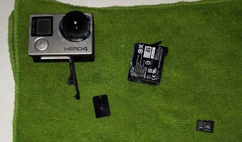 Câmera com cartão de memória foi encontrada em Itanhaém — Foto: Arquivo Pessoal