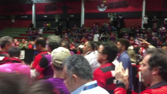 """""""Acabou o cheirinho"""", """"a urna pune"""", banana... Os bastidores da eleição do Flamengo"""