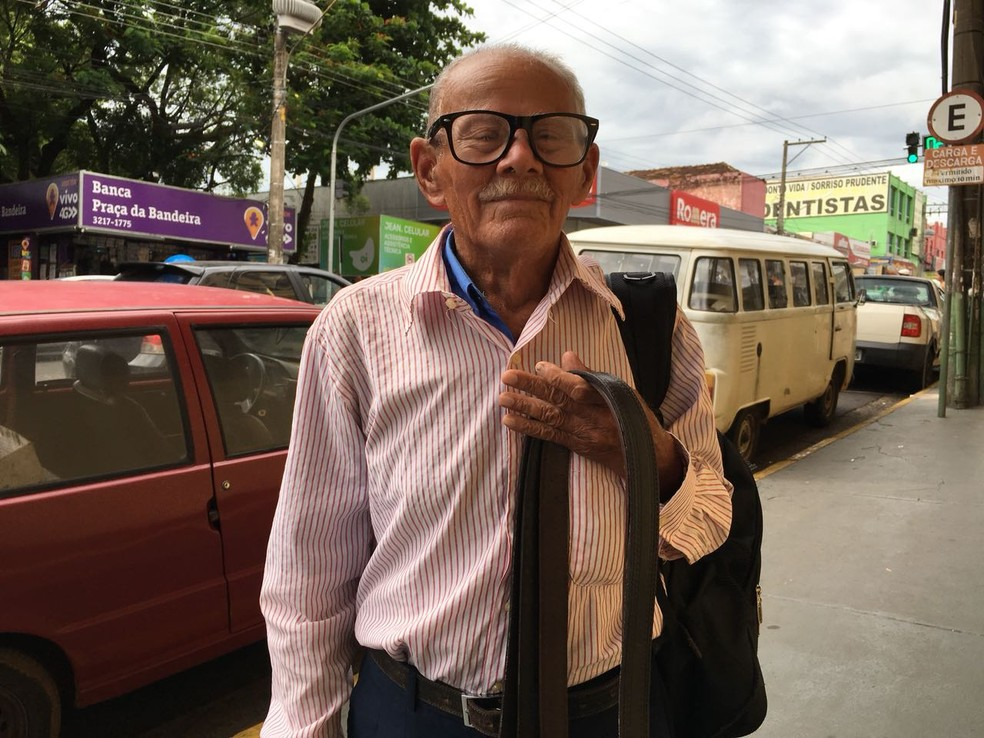 Gregório Fidélis da Silva, de 92 anos, aposentado (Foto: Valmir Custódio/G1)