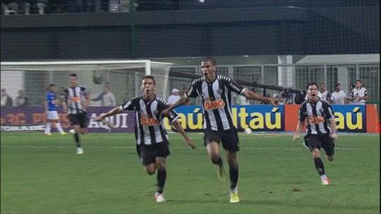 Leonardo Silva vai para 32º clássico pelo Atlético-MG, o que equivale a quase 10% dos jogos pelo clube