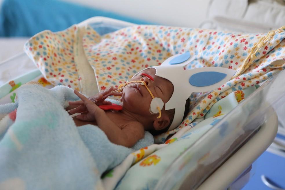Bebê fotografado em ensaio de Páscoa (Foto: Mariana Raphael/Saúde-DF)