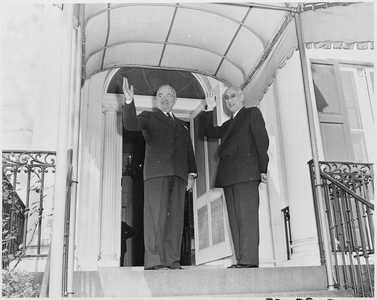 Encontro entre o presidente norte-americano Harry S. Truman e o primeiro-minitro iraniano Mohammad Mossadegh, em 1951 (Foto: Wikimedia Commons)