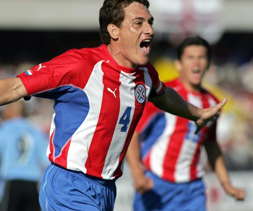 Um dos maiores jogadores do futebol paraguaio, Carlos Gamarra — Foto: Getty Images
