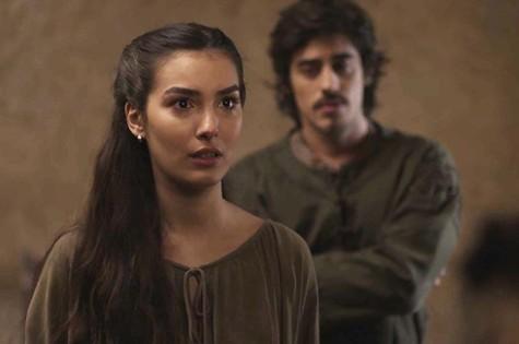 Marina Moschen é Selana em 'Deus salve o rei' (Foto: Reprodução)