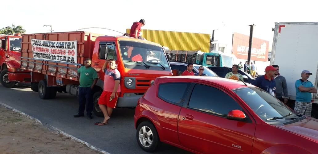 Permissionários da Ceasa paralisam trabalho e fecham avenida durante protesto em Natal - Notícias - Plantão Diário