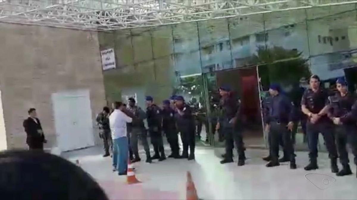 Moradores interditam centro para jovens com dependência química no ES