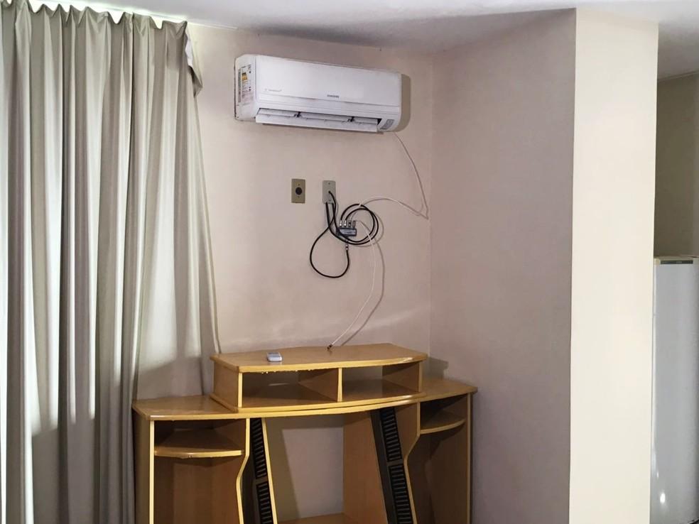 TVs de um dos quartos e do restaurante foram levadas pelos criminosos (Foto: Kleber Teixeira/Inter TV Cabugi)