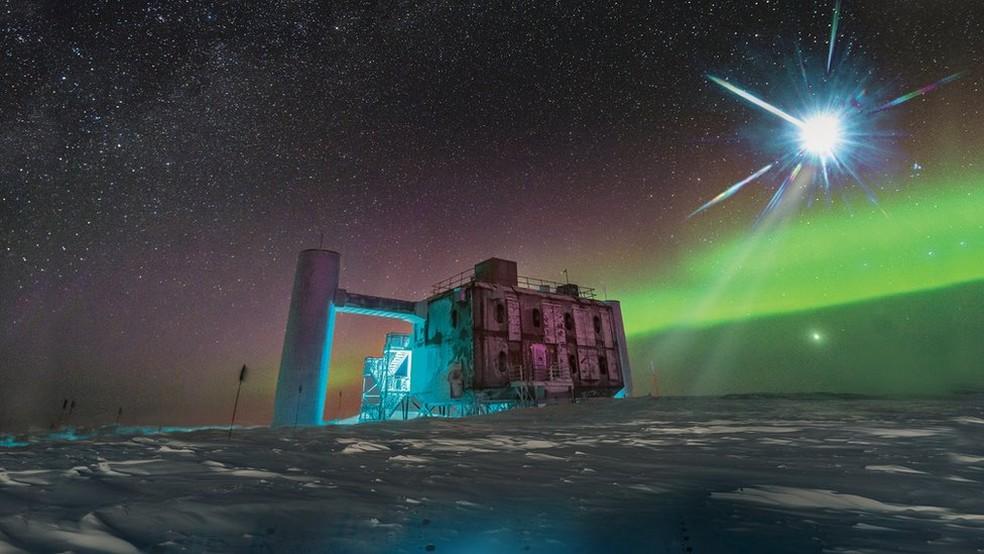 -  O telescópio IceCube, instalado no Polo Sul e em operação desde 2010, detectou a fonte de neurotrinos de alta energia  Foto: ICECUBE/NSF