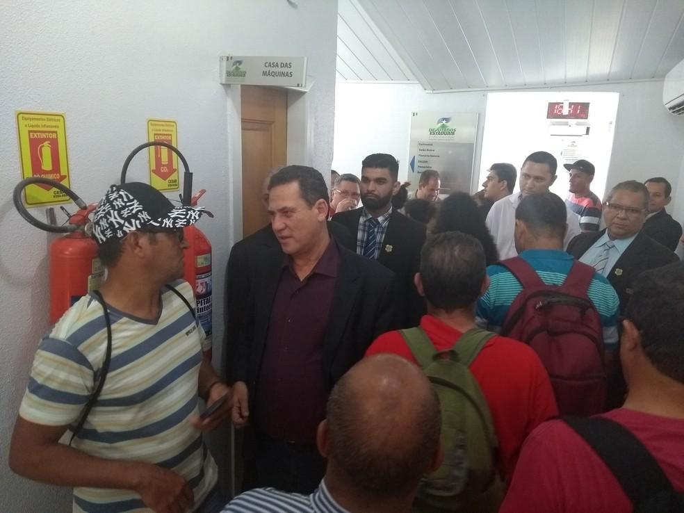 Deputado Maurão de Carvalho mediou a conversa dos grevistas com o Governo (Foto: Toni Francis/G1)
