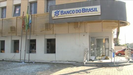 Agência bancária é alvo de explosões em Itapoá