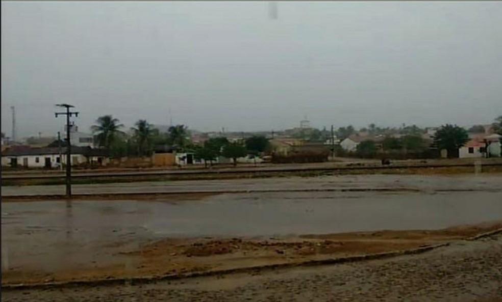 Em Ipueiras, Região da Ibiapaba, choveu 45,2 milímetros, segundo dados da Funceme — Foto: Reprodução/TV Verdes Mares