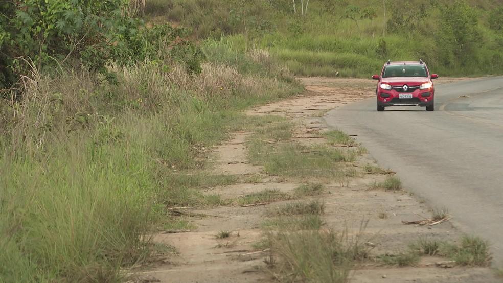 Parte da PE-60 não possui área de acostamento  — Foto: Reprodução/TV Globo