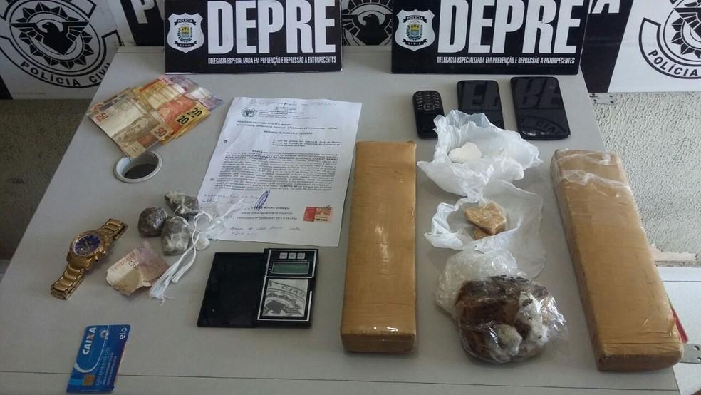 Material encontrado e apreendido pela polícia (Foto: Divulgação/Polícia Civil)
