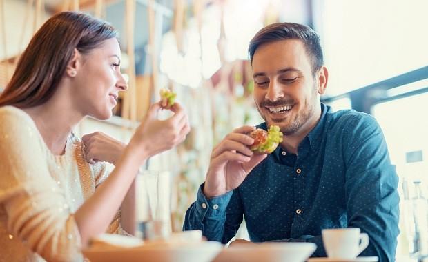casais e suas preferências à mesa (Foto: Think Stock)