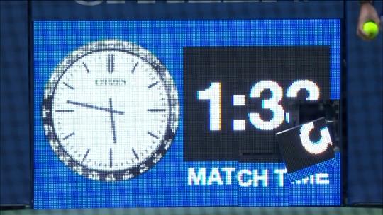 Com saque potente, Sharapova quebra relógio da quadra no US Open