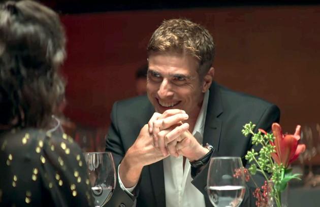 No sábado (8), usando dicas de Josiane, Régis (Reynaldo Gianecchini) levará Maria para jantar e a impressionará com a sua simplicidade (Foto: Reprodução)