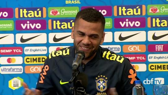 """Daniel Alves dobrou poderoso Evaristo para estrear em 2001: """"Chama aquele juvenil ousado"""""""