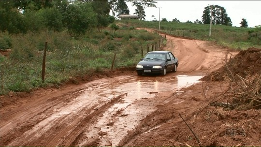 Prefeitura descumpre prazo, e moradores cobram solução para estrada em Tamboara