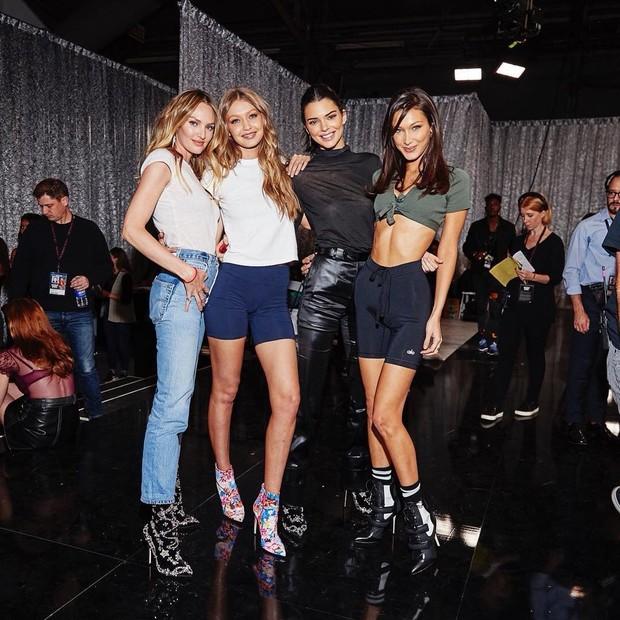 Candice Swanepoel, Gigi Hadid, Kendall Jenner e Bella Hadid (Foto: Reprodução/Twitter)