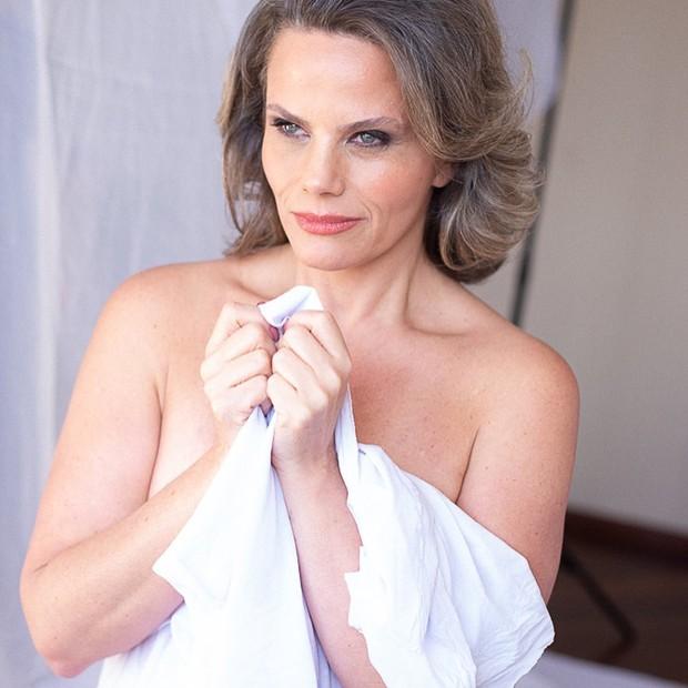 Maria Cândida estrela ensaio nu (Foto: Paola Guzman)