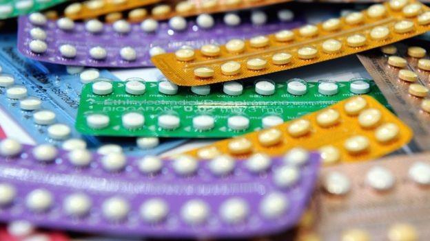 O efeito negativo de pílulas anticoncepcionais sobre o meio ambiente tem sido comprovado pela ciência (Foto: Getty Images via BBC)