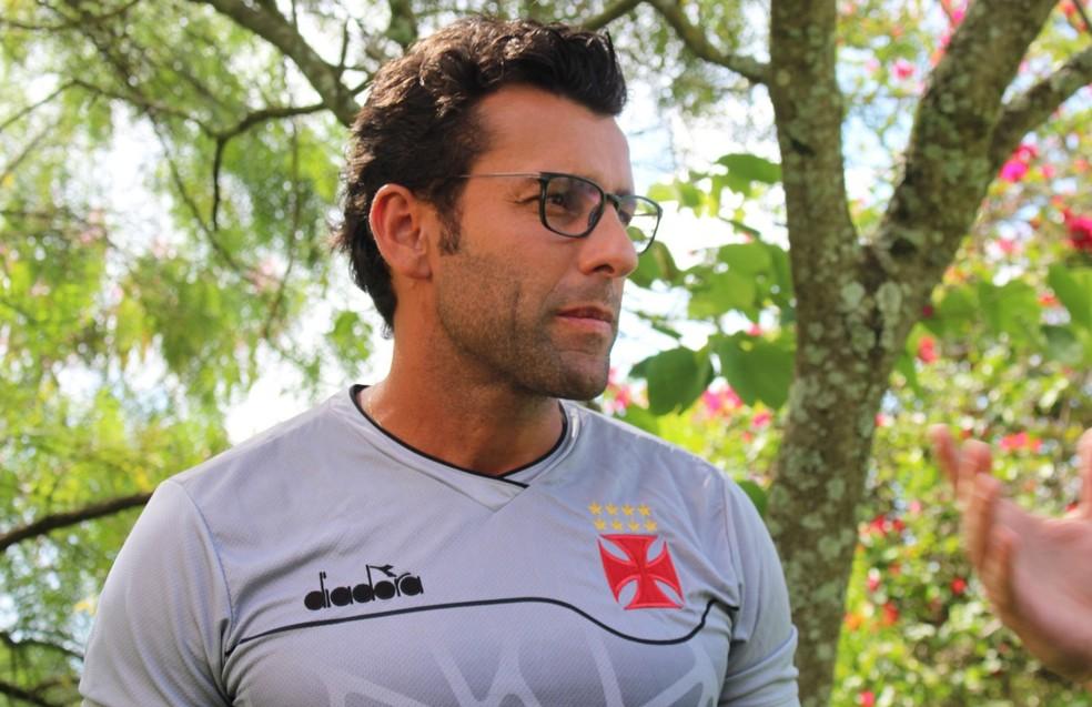 Alberto Valentim, em entrevista em Atibaia — Foto: Carlos Gregório Jr/Vasco