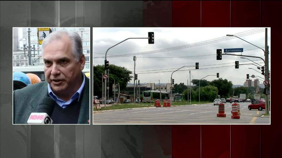 Prefeitura assina contratos para resolver problema dos semáforos em SP