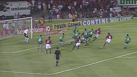 Noitada, pancadaria, 7 a 0, herói improvável... Histórias do último título internacional do Flamengo