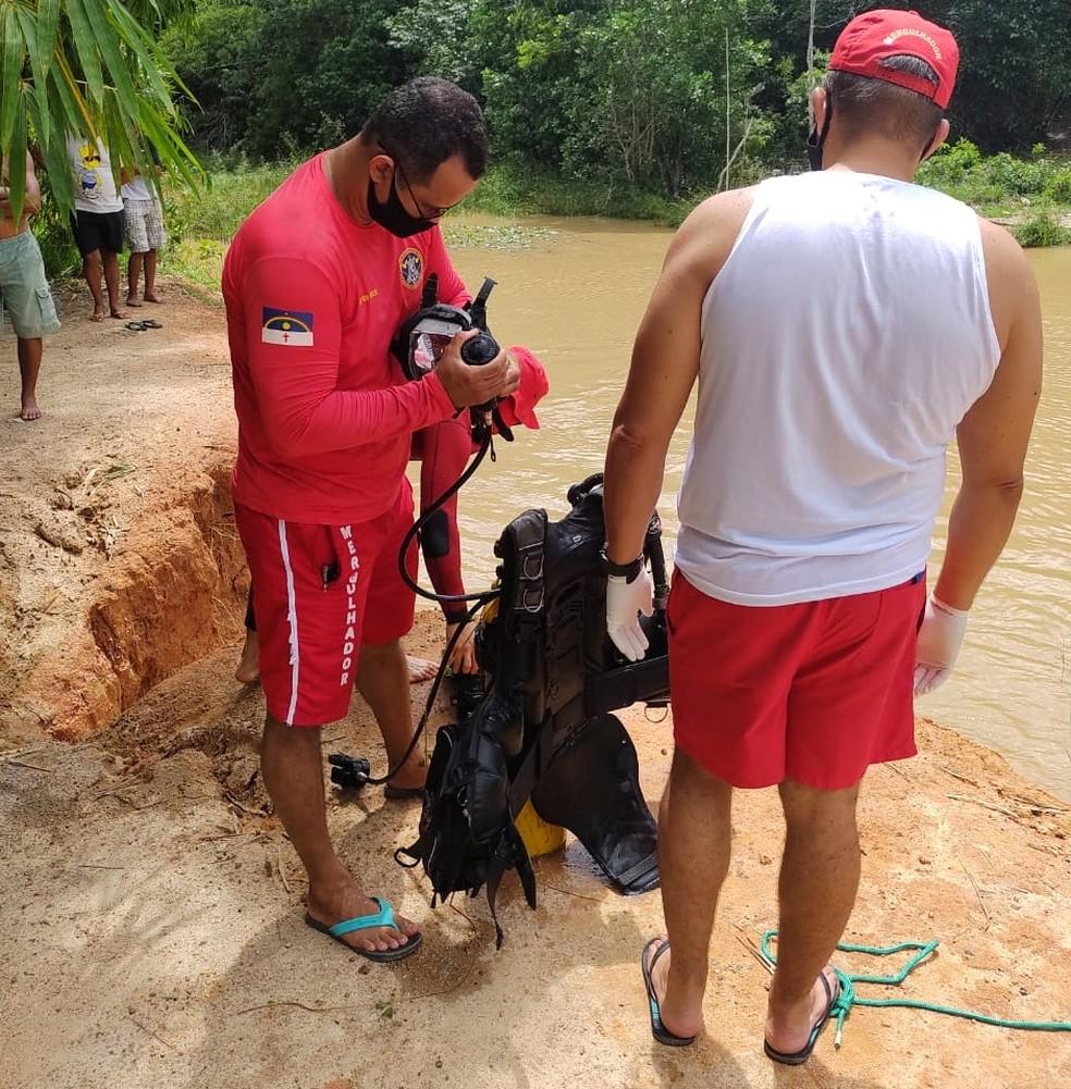Buscas foram retomadas na manhã desta segunda-feira (12) após terem sido suspensas na noite do domingo (11) — Foto: Corpo de Bombeiros/Divulgação