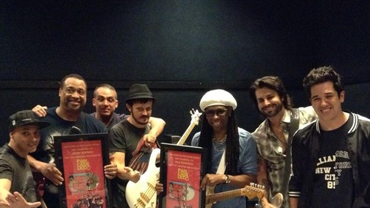 Jota Quest revela show surpresa com Nile Rodgers no BR Day NY: 'Tudo a ver com o clima do evento'