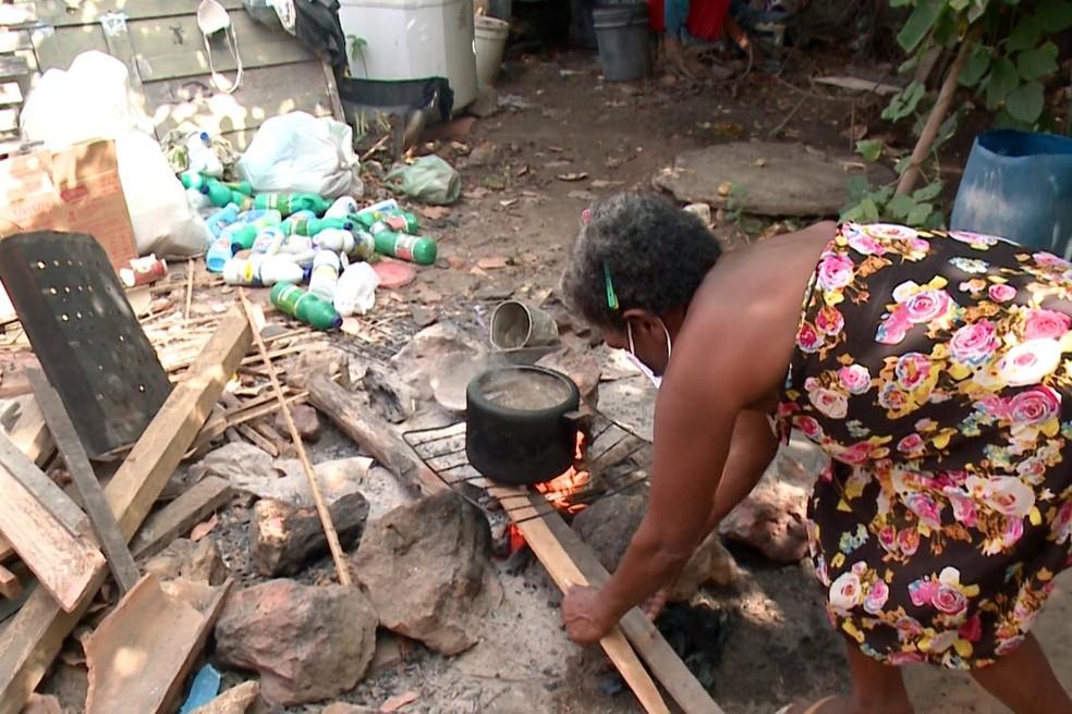Gás de cozinha se torna um utensílio de luxo para famílias de baixa renda do Piauí — Foto: Reprodução/TV Clube