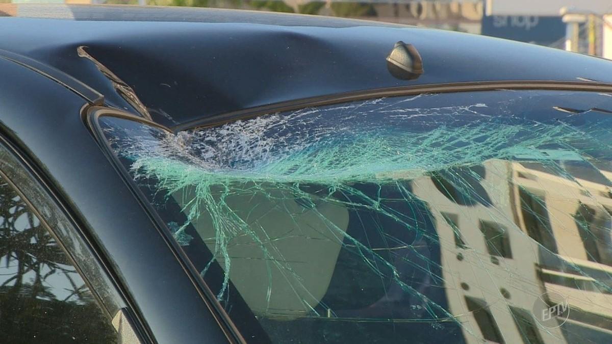 Motorista perde controle de carro e derruba semáforo na Norte-Sul, em Campinas
