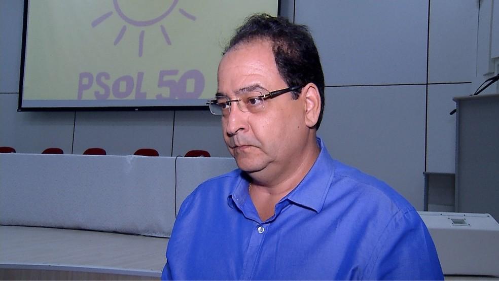 Professor Carlos Alberto é o candidato do PSOL ao governo do RN (Foto: Reprodução Inter TV Cabugi)