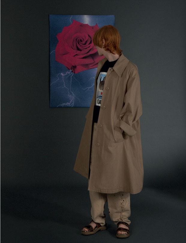 Casaco Maison Margiela R$ 3.890 na Conceito Ê   Camiseta Fendi R$ 2.600   Calça B.luxo R$ 420 (Foto: Gabriela Schmidt)