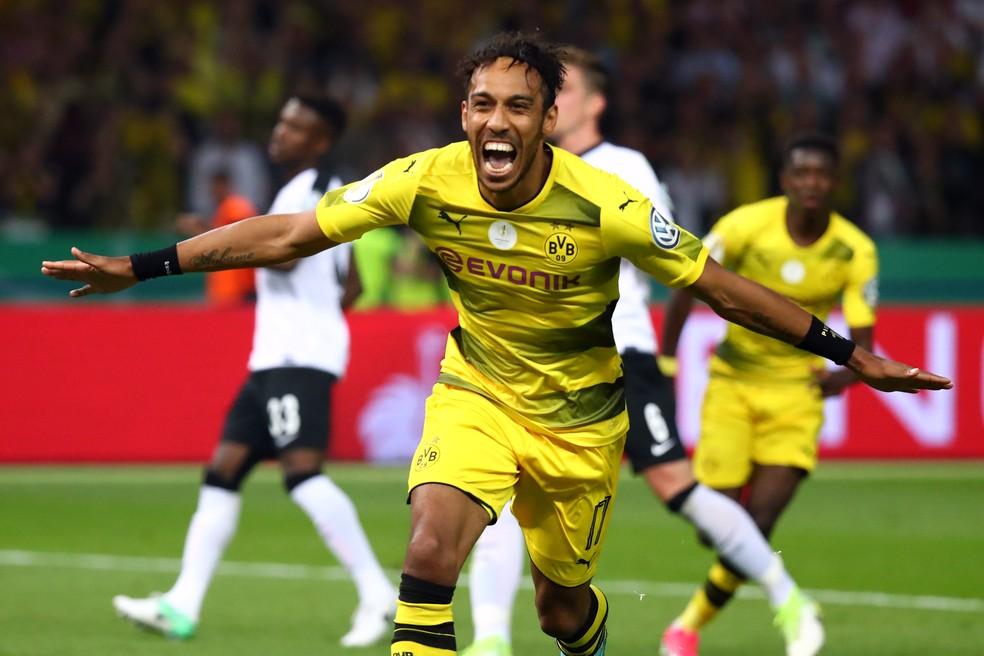 Aubameyang permanecerá no Borussia Dortmund por mais uma temporada (Foto: Michael Dalder/Reuters)