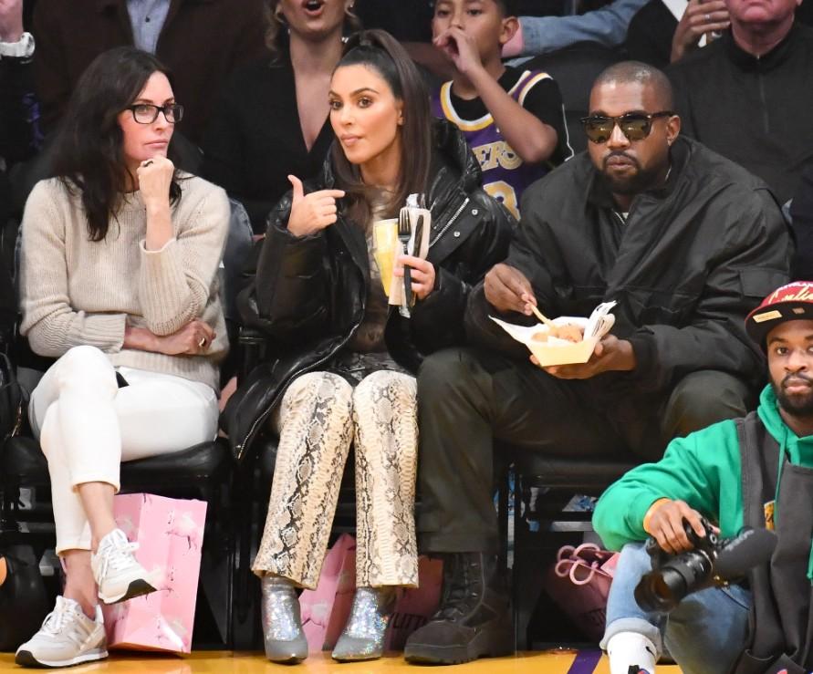 Aparentemente, Courteney Cox, Kim Kardashian e Kanye West agora são