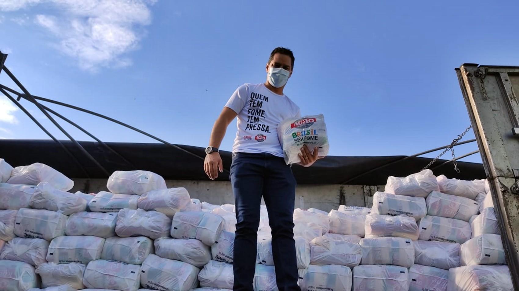 Machado recebe carreta com 2 mil cestas básicas que serão distribuídas na cidade e região