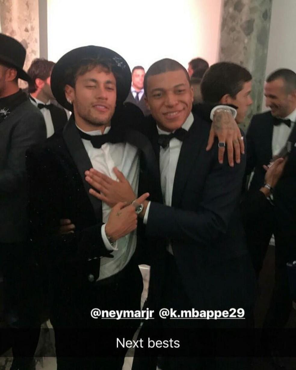Neymar e Mbappé juntos, na festa do camisa 10 do PSG (Foto: Reprodução/Instagram)