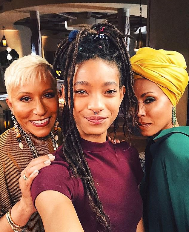 Willow, Jada Pinkett Smith e Adrienne Banfield-Norris (Foto: Instagram)
