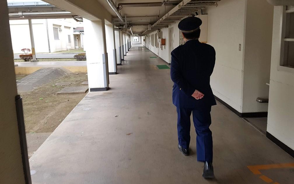 A infração reincidente é uma forma de 'voltar para a prisão', onde há três refeições por dia e nenhuma conta a pagar — Foto: BBC