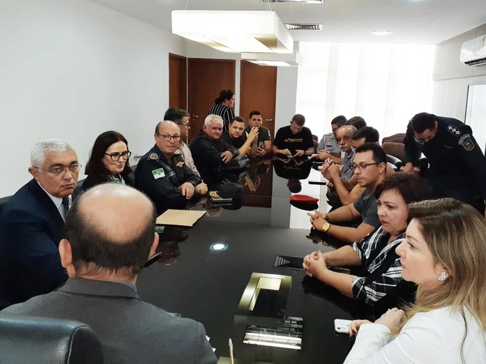 Participaram da reunião vice-governador, secretário de Segurança, comandantes das corporações e membros de associações — Foto: Arquivo Pessoal