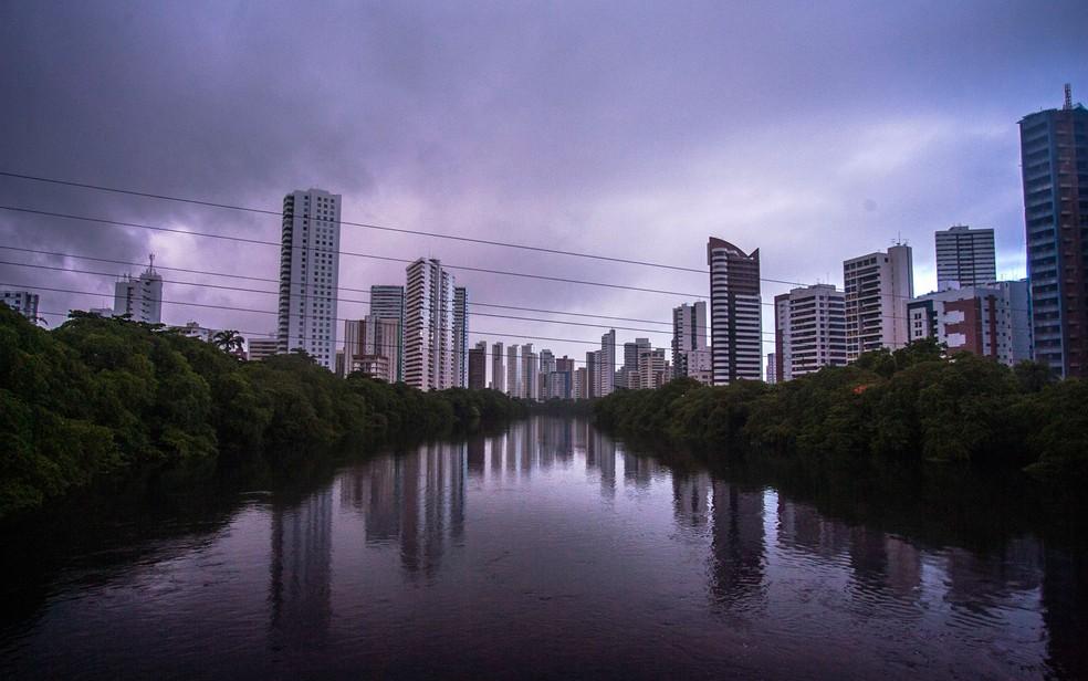 Grande Recife, Zona da Mata e Agreste de Pernambuco têm previsão de chuva moderada a forte — Foto: Adolfo Torreão/Futura Press/Estadão Conteúdo