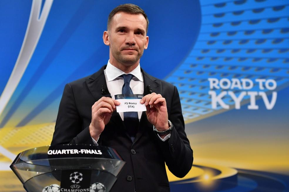 shevchenko, sorteio da liga dos campeões (Foto: Fabrice COFFRINI / AFP)