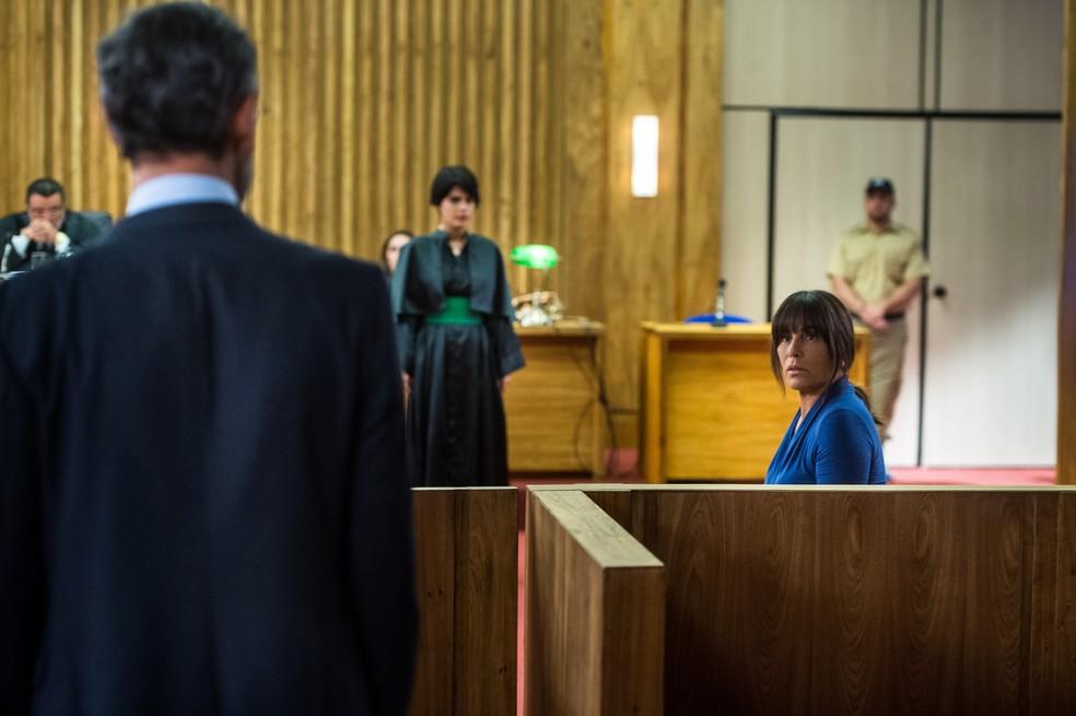 Henrique fica chocado de ver a esposa que achava estar morta!  (Foto: Raquel Cunha/Globo)